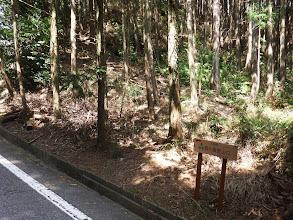 向こう側に森ヶ嶺登山口