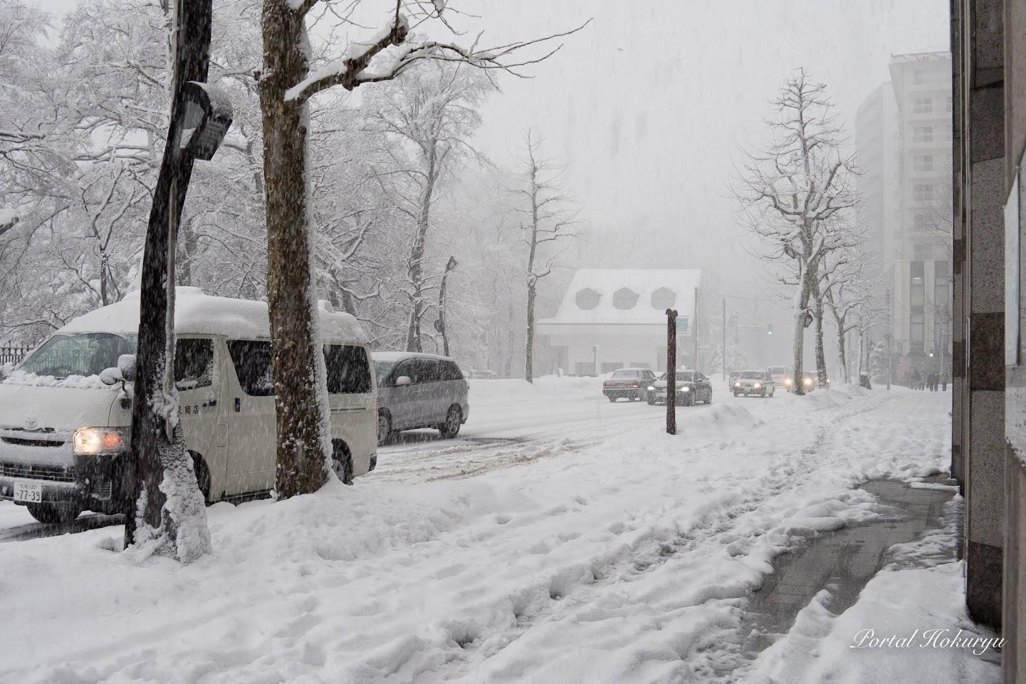「かでる2・7」前の雪景色前