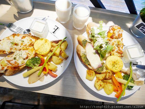 找晨。Find Morning手作料理輕食(北屯二店) 經典義大利國旗拖鞋麵包最多人點,餐點精緻度有 份量也足夠。