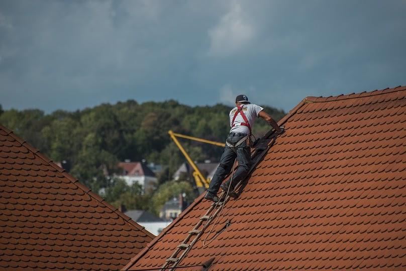 Pokrycie dachu – na co zwrócić uwagę podczas wyboru materiału?