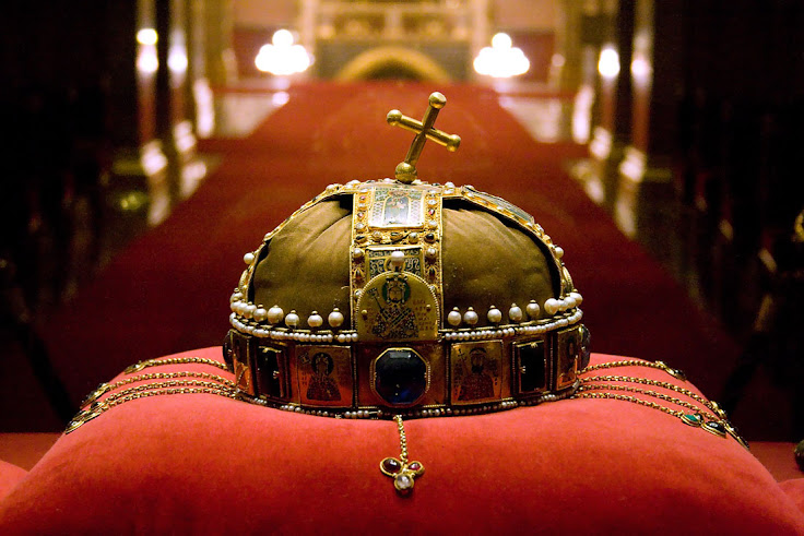 The Holy Crown of Hungary capped with a lopsided cross.  Photo: snak3pit.