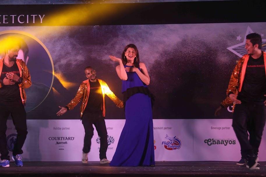Sangeeta Bijlani dancing on Oye Oye at Sandip Soparrkar's India Dance Week