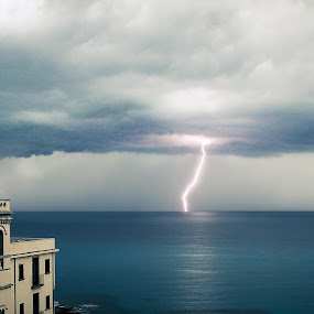 Thunderstorm by Filippo Arbinolo - Landscapes Weather ( water, thunder, bad weather, summer, sea, cloud, cloudy, seaside, timing )