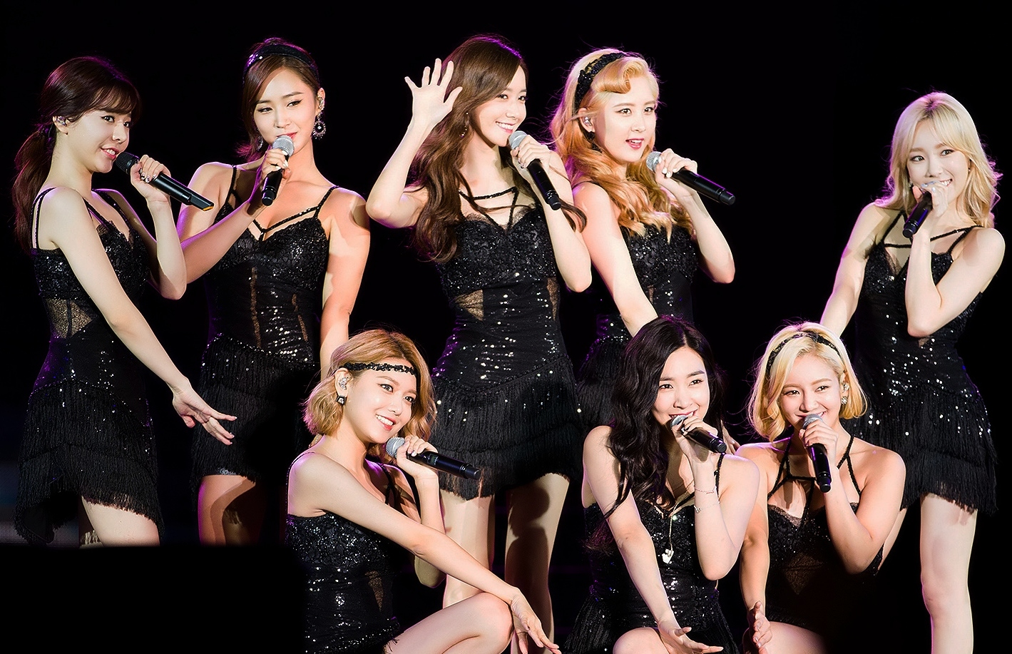 Girls'_Generation_at_DMC_Festival_2015_MBC_Radio_DJ_Concert_02