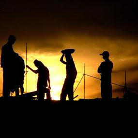 working till sunset by Rajesh Kumar - People Fine Art