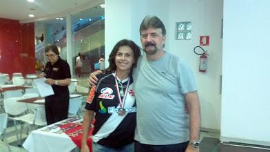 Photo: Léa Castro (BRONZE no All Events 1.ª divisão feminina, média 187,95) com Décio Abreu