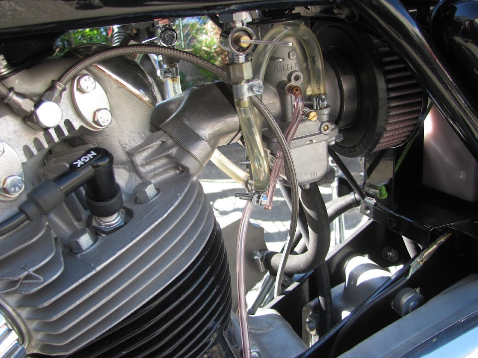 The Mikuni carburetor of the Norton 850 Special restored by Machines et Moteurs in France.