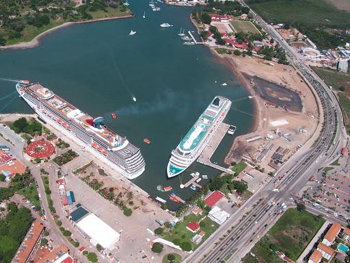 ships-Puerto-Vallarta.jpg - Cruise ships in Puerto Vallarta.