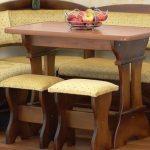 Табуретки и столик
