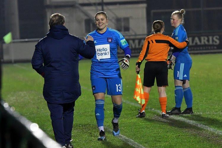 """Opvallende én bewuste doelvrouwenwissel bij vrouwen Anderlecht: """"Blijf zo verder werken, topper"""""""