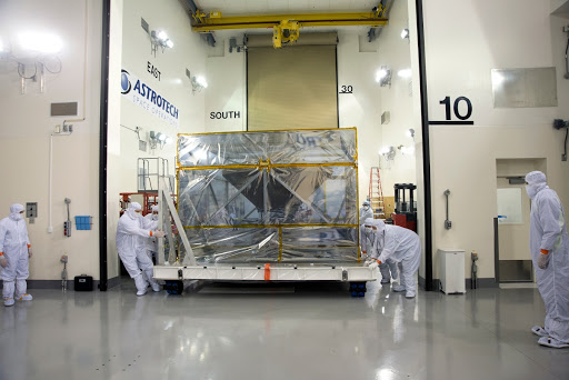 InSight Spacecraft Uncrating, Removal from Container, Lift Heat
