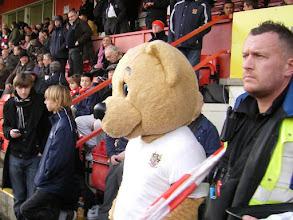 Photo: Clubmascotte Stevenage FC