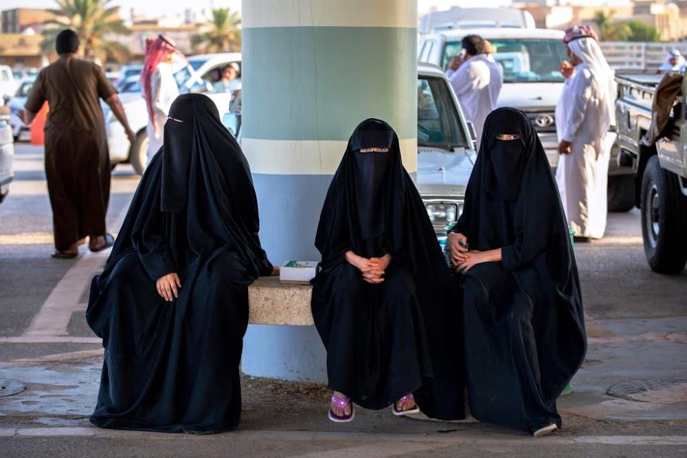 Buitelandse vroue sal binnekort nie 'n abaya hoef te dra nie, beloof Saoedi-Arabië