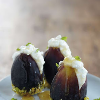 Fresh Figs With Ricotta and Honey.