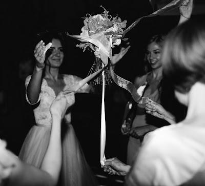 The bouquet toss