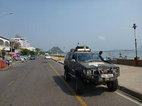 Photo: Po cestě zastavujeme ve velmi příjemném přímořském městečku Prachuap Khiri Khan.