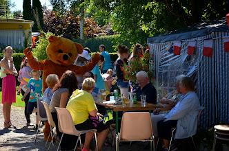 Photo: L'ours distrait la compagnie