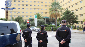 Agentes de la Policía Nacional frente a Torrecárdenas, en una imagen de archivo.