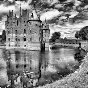 Egeskov Castle (Denmark) by Gianluca Presto - Black & White Buildings & Architecture ( historic, reflection, castle, historical, clouds, water, ancient, water reflection, cloudy, denmark, blackandwhite, hdr, black and white, architecture )