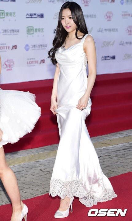 naeun gown 26