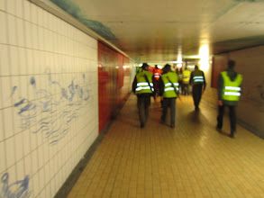 Photo: doorgang onder het treinstation
