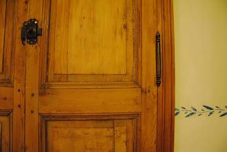 Photo: portes de placard de récup...4 couches de peinture à enlever...