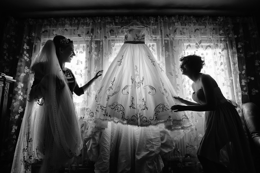 Wedding photographer Marius Barbulescu (mariusbarbulesc). Photo of 19.06.2014