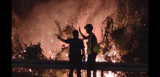 Imagen del fuego decretado en la madrugada del domingo en Rágol.