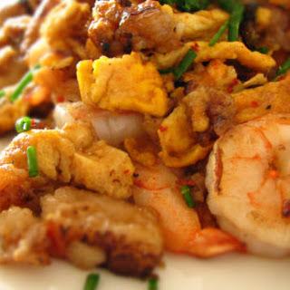 Stir-fried Tsaitaogwey (daikon Cake) 蛋炒菜头粿.