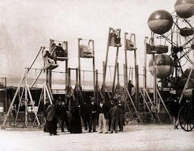 Photo: Fête des Invalides, 1898 . .- EUGÈNE ATGET
