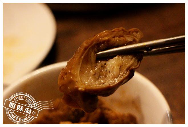 胡子鴛鴦麻辣鍋大腸頭