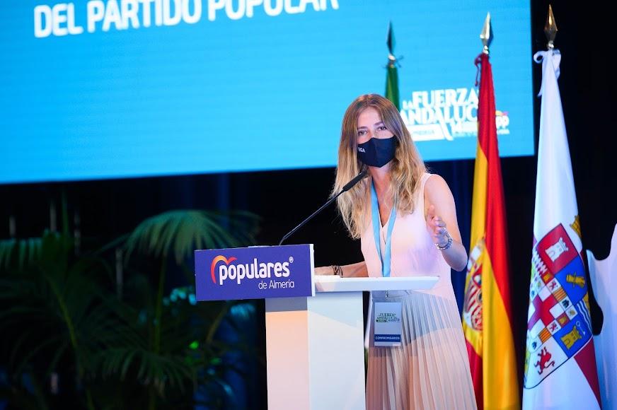 Beatriz Fanjul también estuvo en el congreso popular almeriense.