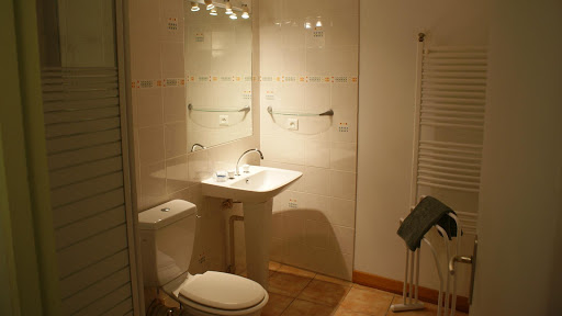 La Fermette gîte 3 étoiles à Surgères près de La Rochelle salle d'eau et wc du rez-de-chaussée