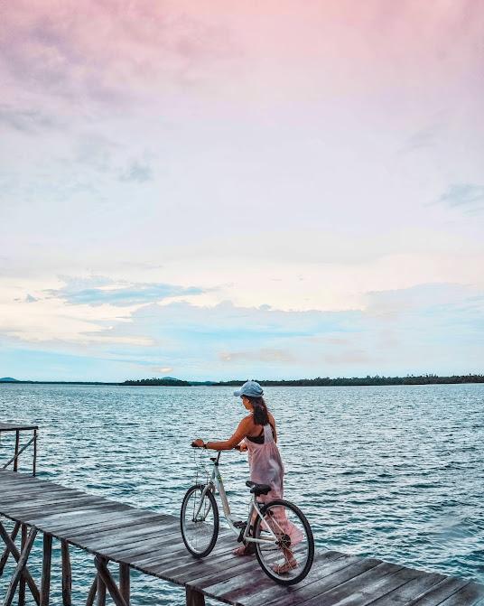 Main sepeda di Leebong Island