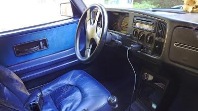 Photo: Modré auto, modrá koža.