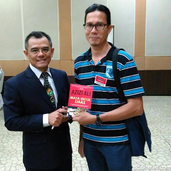 Azizi Azli penulis buku Masa Untuk Emas