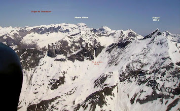 Photo: Vision aérienne sur les versants Ouest des crêtes du Piméné