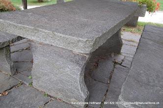 """Photo: Tisch """"Grotto"""" Oberfläche naturgespalten, Kanten gebrochen"""