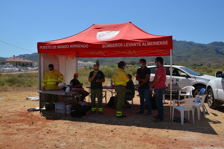 El puesto de mando avanzado desde el que el director del Centro Operativo Provincial de Incendios Forestales, Rafael Yebra, ha coordinado la operación.