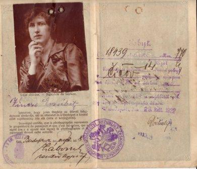 Photo: Vinczéné Tarcsi Erzsébet, 1922 igazolvány