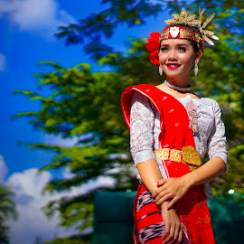 Traditional Dancer by Dian Manik - People Professional People ( dancer, photographermedan, fotomedan, photographymodel, model, batak )