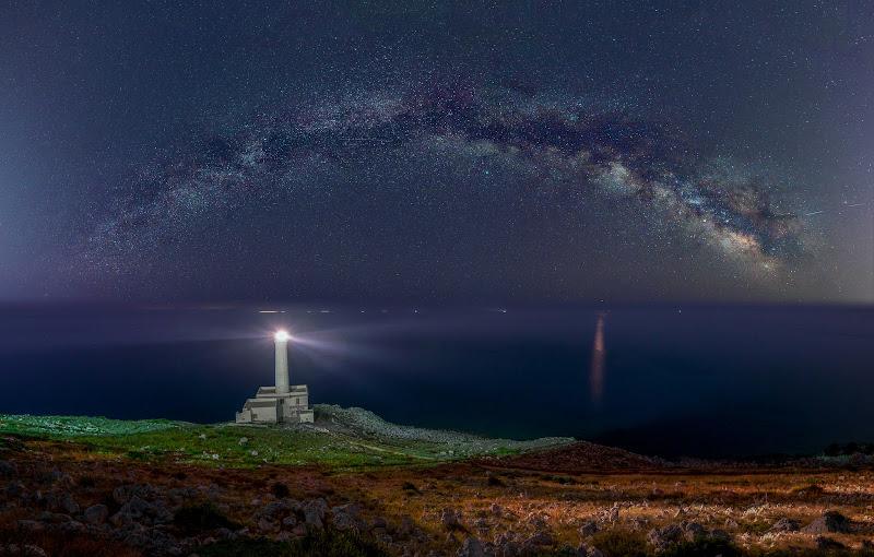 Faro di Punta Palascia sotto le stelle di AntonioD805