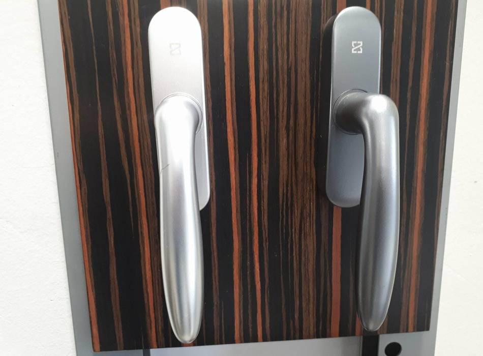 pUGyW6RkRI4dNLlBZZ1nZEPvhaSumzGAiQnK29i01MhuxJmeH7CiBnRLKmK6X0NqAOa1Eruk9kYecQVXLg4zPgyt5g0ZRIrlD8QayVepxqiWBiMFiW3XF6hkhBBCXaVkJzuJWAxD - Cách lựa chọn phụ kiện cửa nhôm kính chất lượng cao