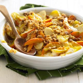 Gemüse-Auflauf mit Nusskruste