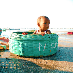 catch of the day by Usman Irani - Instagram & Mobile Android ( child, mobilography, life, boats, bucket, candid, beach, kids, fisherman, portrait )