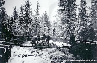Photo: Vasselhyttans bygdegård, grundläggning vintern 1921.