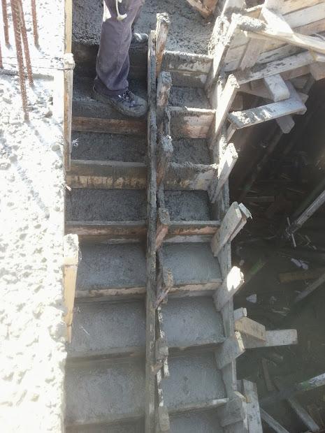 יציקת מדרגות ועמודים והמשך הכנות לטפסנות תקרה