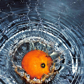 Orange in water by Do AmateurPic - Food & Drink Fruits & Vegetables ( water, orange, drop amateurpic, splash )