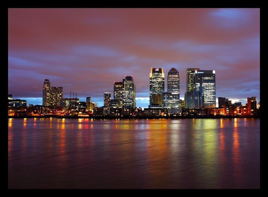 canary wharf by Jinesh Solanki - City,  Street & Park  Vistas ( reflection, london, canary wharf, best london, amazing landon, buildings, night, city-line, light )