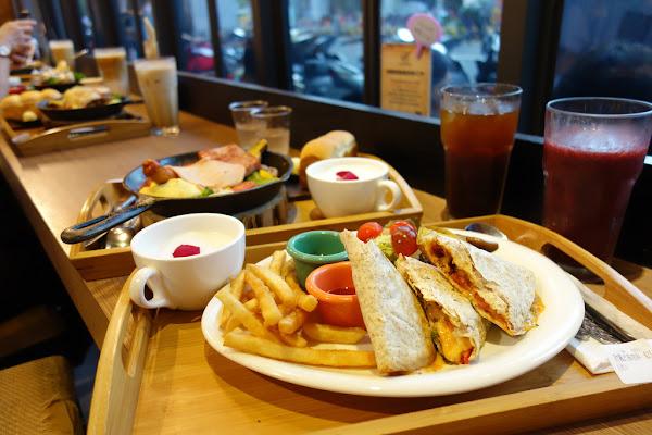 多一點咖啡館 台南成大店 早午餐 自製吐司 咖啡 進口茶